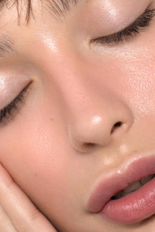 Pure White Cosmetics - VelvetSkin Smoothing Glow Primer