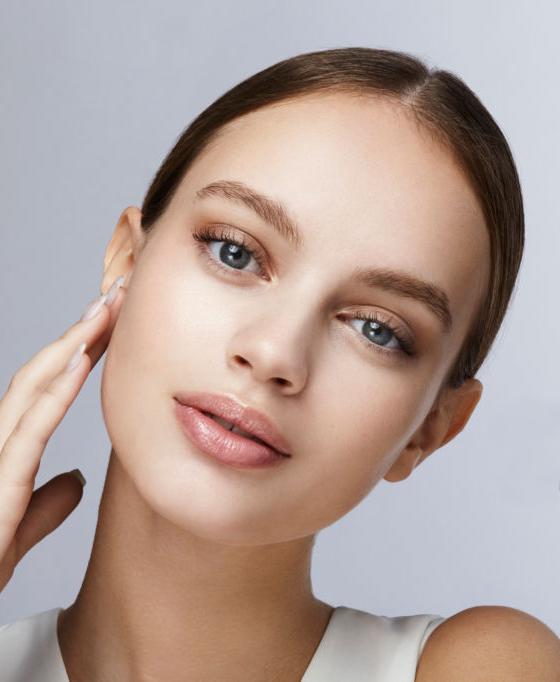 Pure White Cosmetics - VelvetSkin Intant Firming Skin Tint SPF20 - Light shade_model