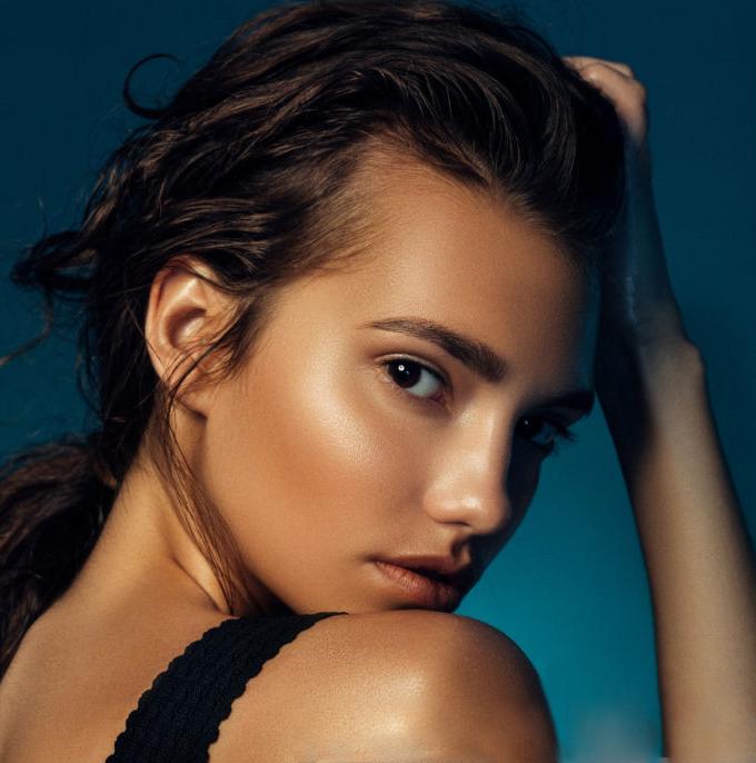 Pure White Cosmetics - VelvetSkin Intant Firming Skin Tint SPF20 - Medium shade_model